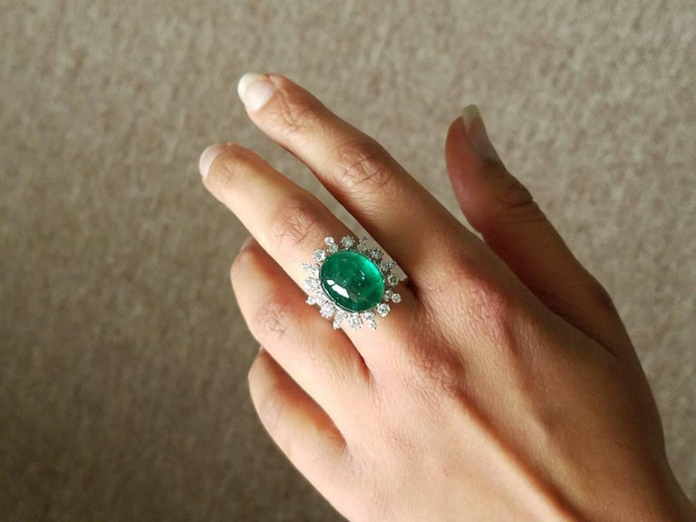 12 Carat Cabochon Emerald and Diamond Cocktail Ring In Excellent Condition For Sale In Kowloon, HK