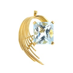 Stunning Aquamarine 18 Carat Gold Pendant, May Also Be Worn as a Brooch