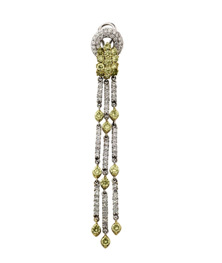 Green Yellow and White Diamond Two-Tone Yellow White Gold Chandelier Earrings In New Condition For Sale In Boca Raton, FL