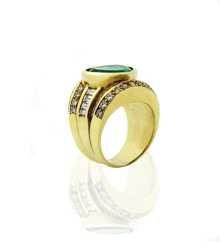 Women's 10 Carat Heart Shape Emerald Yellow Gold and Diamond Ring For Sale