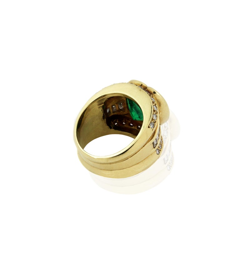 10 Carat Heart Shape Emerald Yellow Gold and Diamond Ring For Sale 2