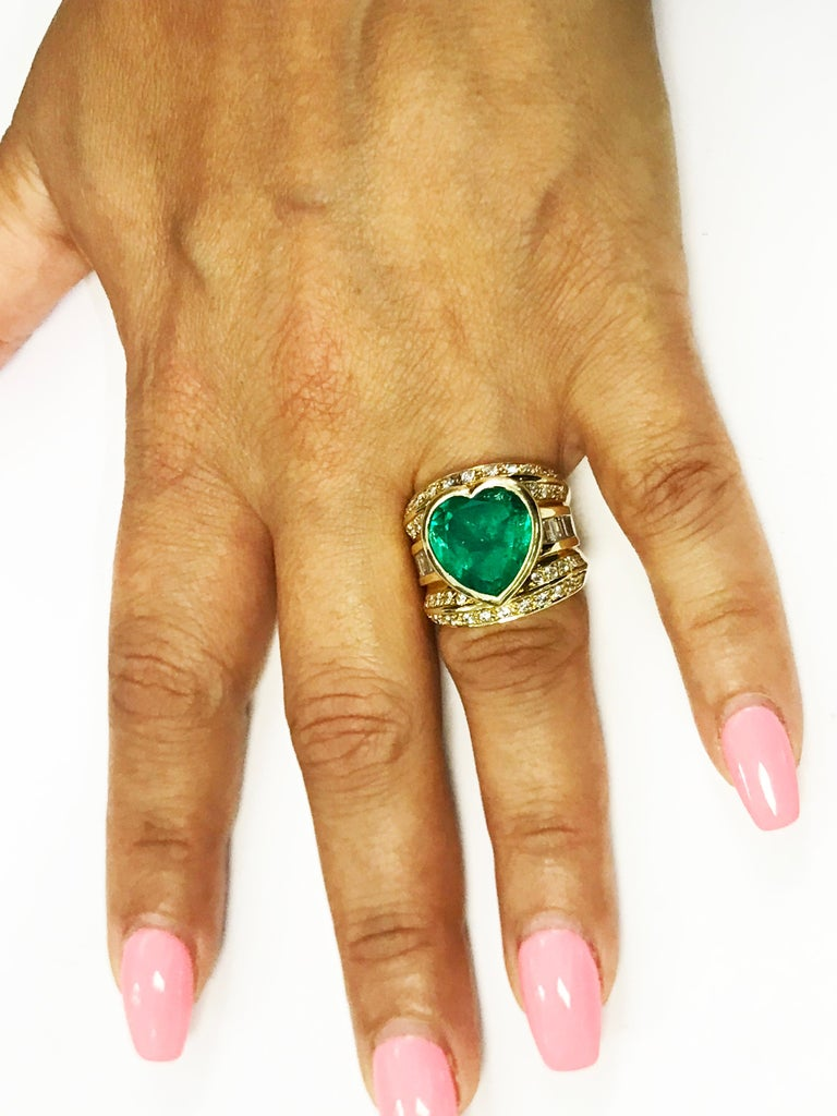 10 Carat Heart Shape Emerald Yellow Gold and Diamond Ring For Sale 4