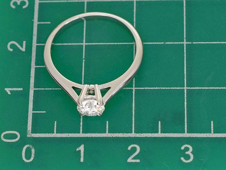 Harry Winston Solitaire 0.57 Carat Round Brilliant Diamond Platinum Ring For Sale 2
