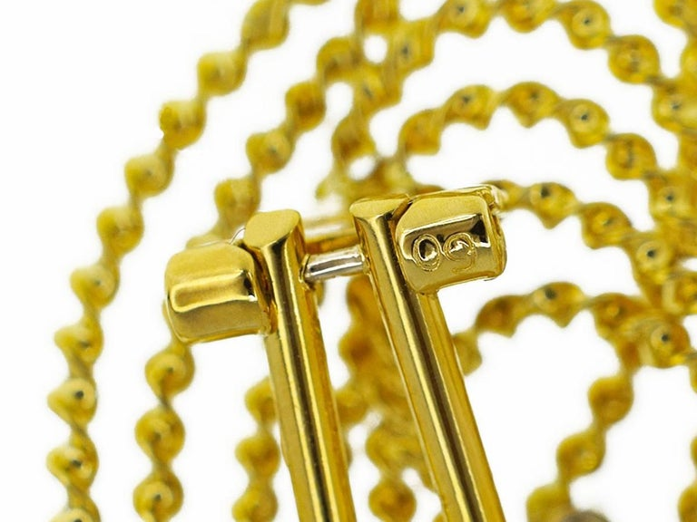 Women's Tres Belle Diamonds 18 Karat Yellow Gold Design Studs Earring For Sale