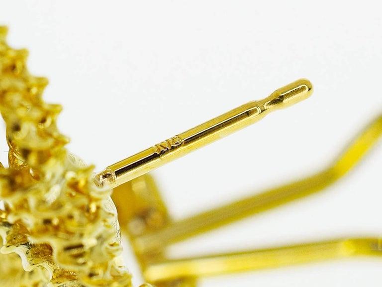 Tres Belle Diamonds 18 Karat Yellow Gold Design Studs Earring For Sale 2