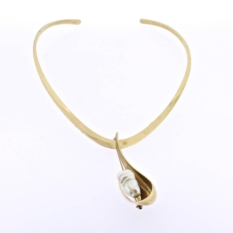 Ronald H Pearson Modernist Forged Gold and Baroque Pearl Pendant Necklace Parure In Good Condition For Sale In Philadelphia, PA