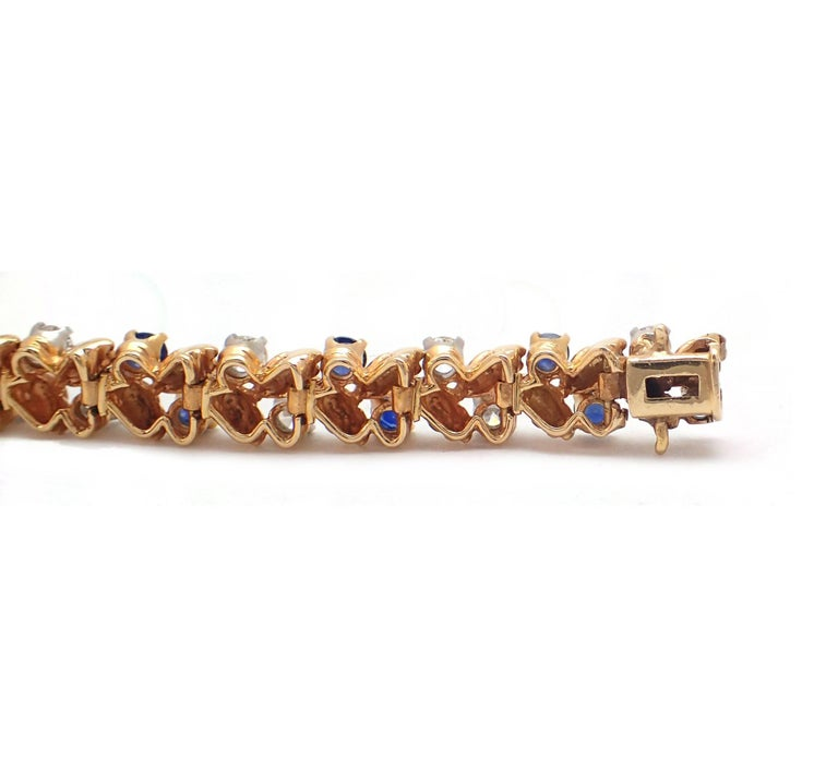 Contemporary Diamond and Sapphire Bracelet in 18 Karat Yellow Gold For Sale