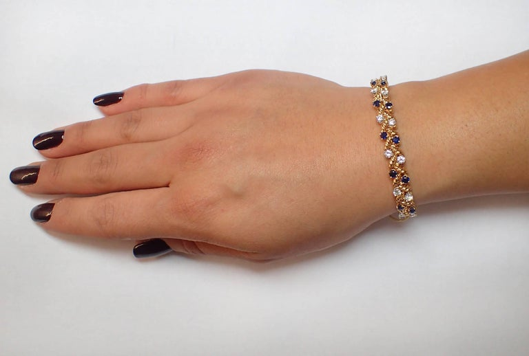Women's Diamond and Sapphire Bracelet in 18 Karat Yellow Gold For Sale