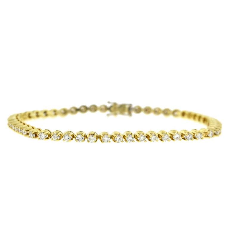 14 Karat Yellow Gold Diamond Tennis Bracelet 2.6 Carat In Excellent Condition For Sale In Boca Raton, FL