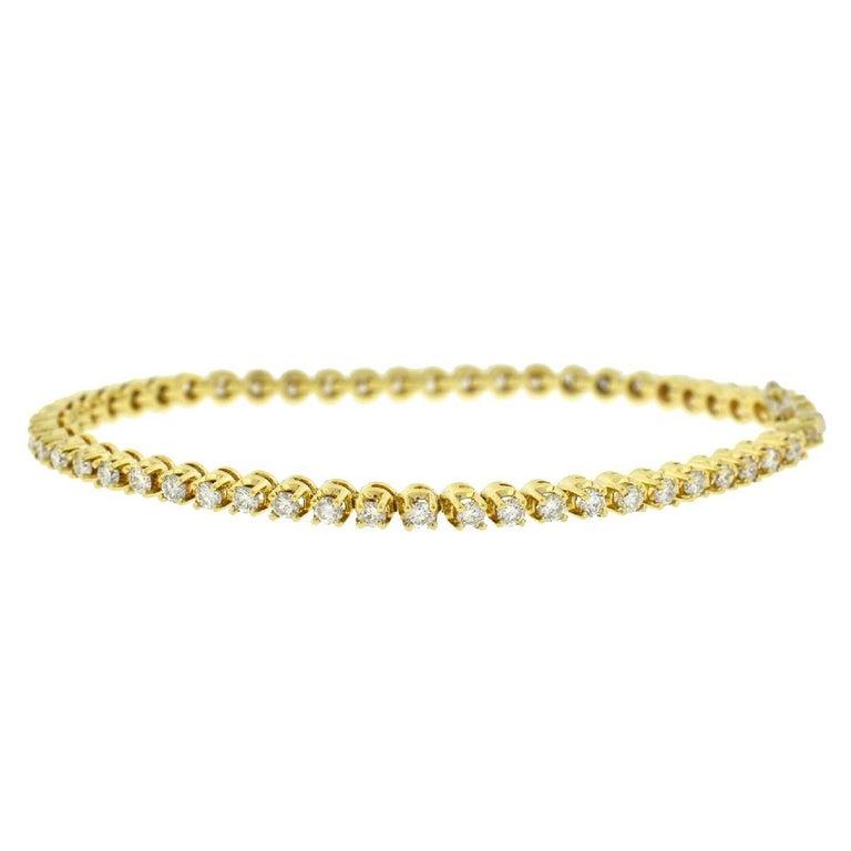 Women's 14 Karat Yellow Gold Diamond Tennis Bracelet 2.6 Carat For Sale