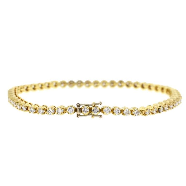 14 Karat Yellow Gold Diamond Tennis Bracelet 2.6 Carat For Sale 1