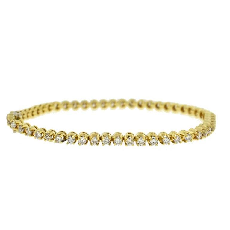 14 Karat Yellow Gold Diamond Tennis Bracelet 2.6 Carat For Sale 2