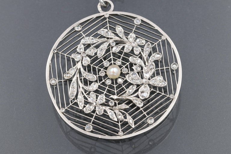 French Belle Époque Platinum, Diamonds and Pearl Rosette Pendant In Good Condition For Sale In Saint-Ouen, FR