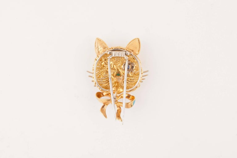 Vintage Gold Sapphire Diamonds and Enamel French Cat Brooch In Good Condition For Sale In Saint-Ouen, FR