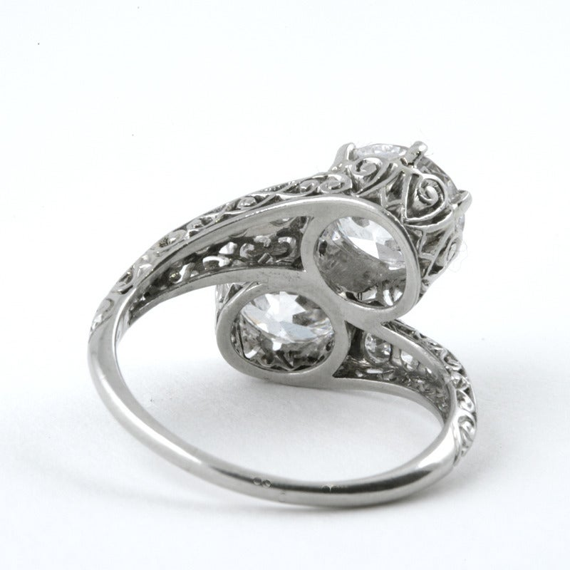Early Art Deco Diamond Platinum Crossover Ring In Excellent Condition In New York, NY