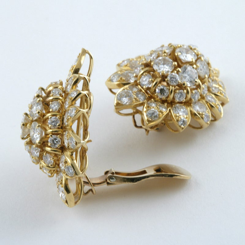 Van Cleef & Arpels 1960's Diamond and Gold Earrings 3