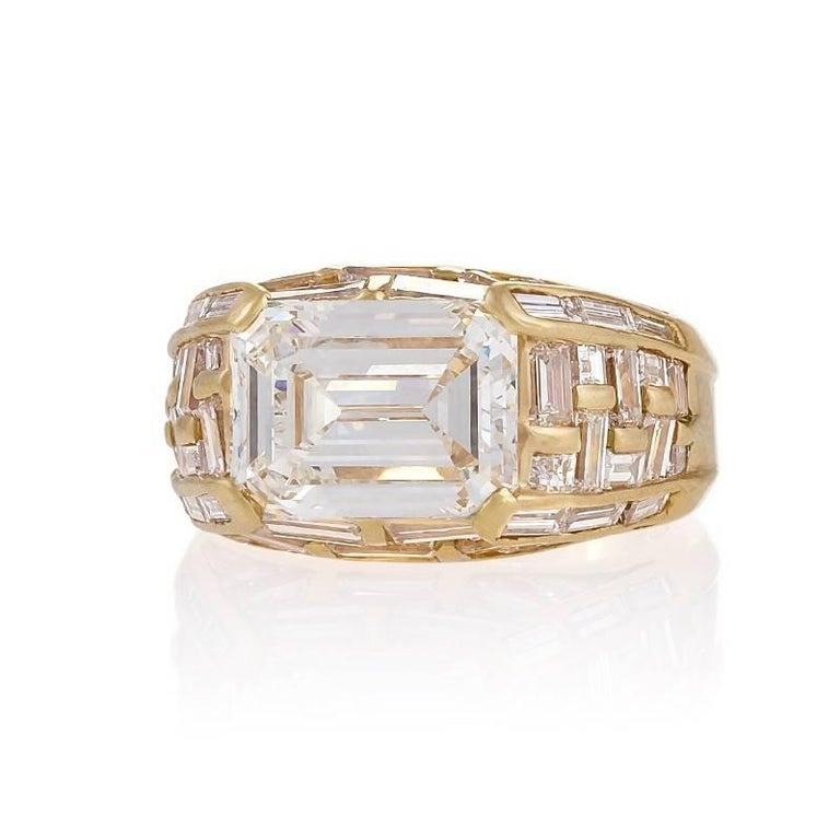 Bulgari Estate Diamond and Gold Ring In Excellent Condition For Sale In New York, NY