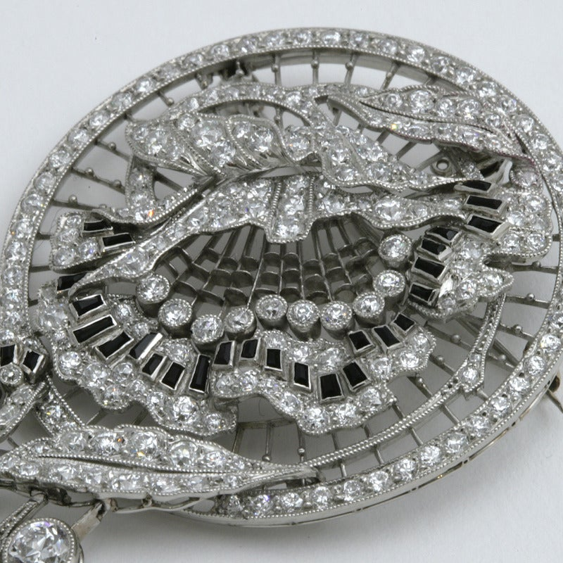 1920s Art Deco Onyx Diamond Platinum Brooch In Excellent Condition For Sale In New York, NY