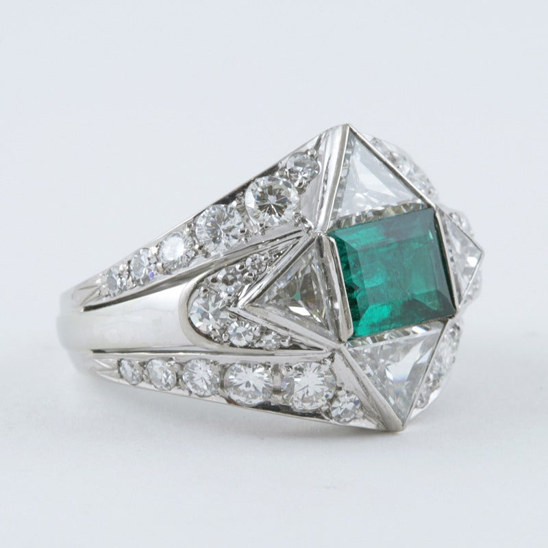 1950s Emerald Diamond and Platinum Ring In Excellent Condition For Sale In New York, NY