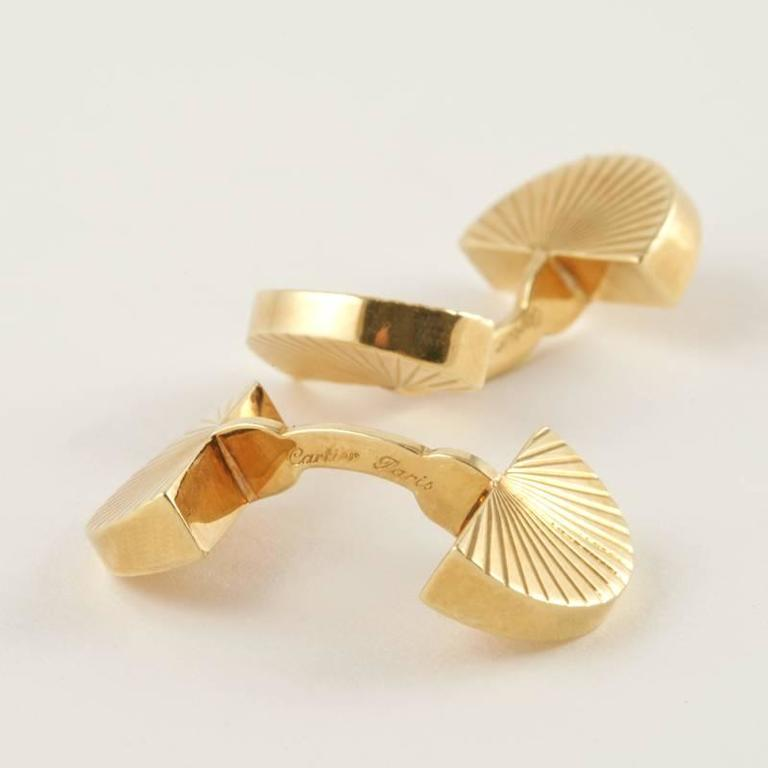 Cartier Paris 1960's Gold Cuff Links In Excellent Condition For Sale In New York, NY
