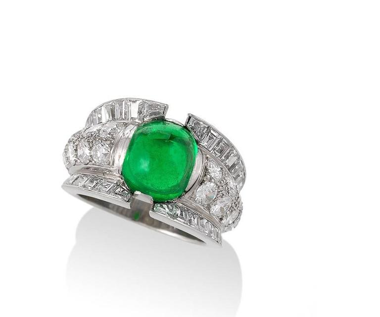 French 1980s Century Colombian Emerald and Diamond Ring In Excellent Condition For Sale In New York, NY