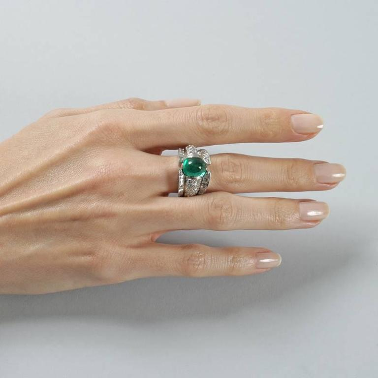 French 1980s Century Colombian Emerald and Diamond Ring For Sale 1