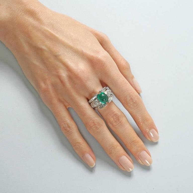 French 1980s Century Colombian Emerald and Diamond Ring For Sale 2