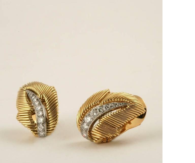 Van Cleef & Arpels Mid-20 Century Diamond Platinum Gold Leaf Earrings 3