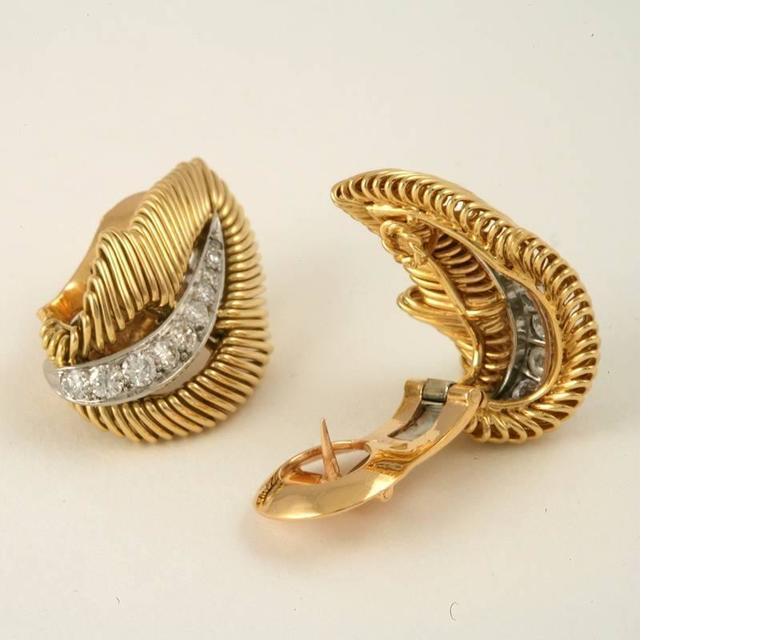 Van Cleef & Arpels Mid-20 Century Diamond Platinum Gold Leaf Earrings 4