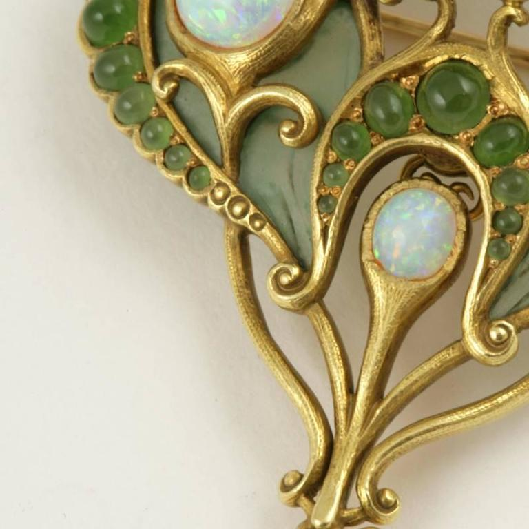 Marcus & Co. Art Nouveau White Opal, Chrysoprase, Enamel and Gold Pendant Brooch In Excellent Condition For Sale In New York, NY