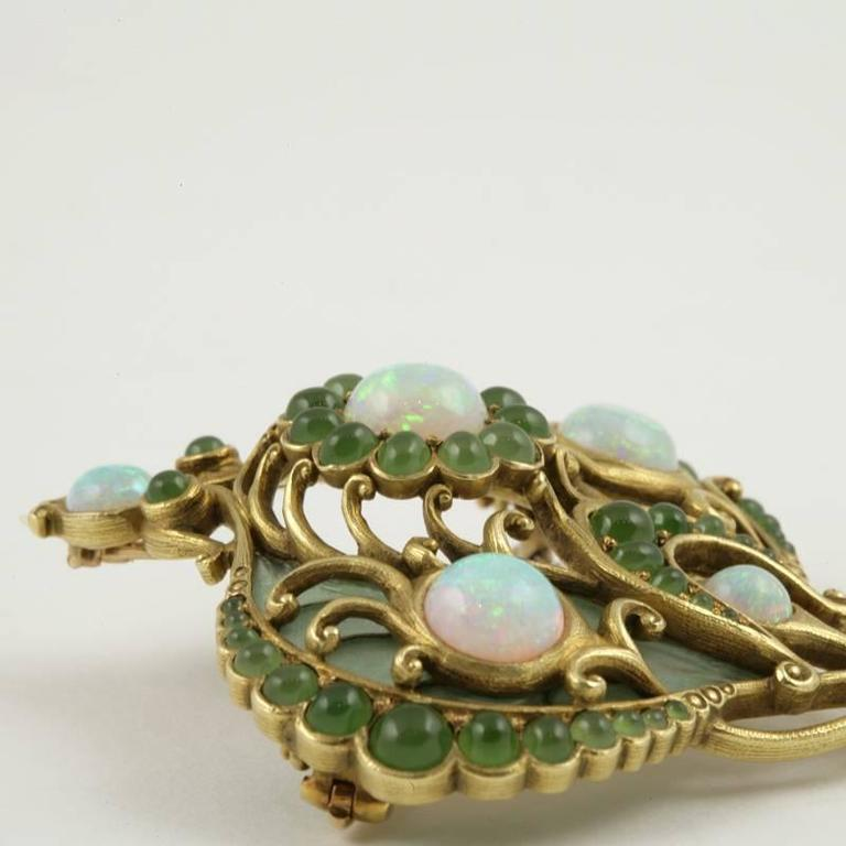 Marcus & Co. Art Nouveau White Opal, Chrysoprase, Enamel and Gold Pendant Brooch For Sale 1