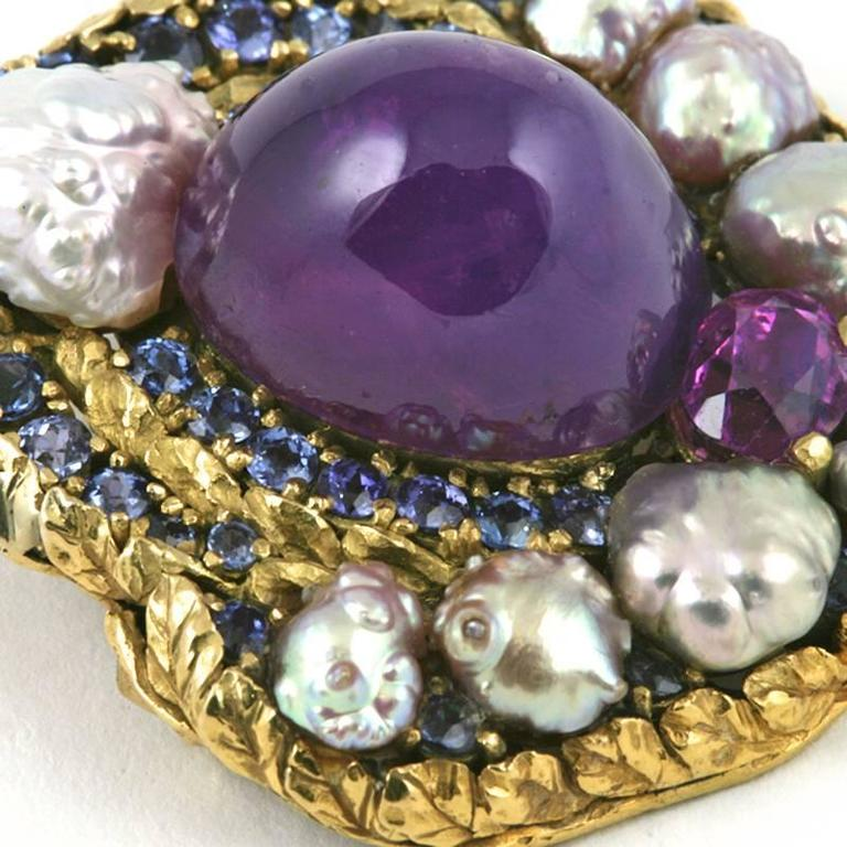 Louis Comfort Tiffany Arts and Crafts Pearl Sapphire and Gold Brooch In Excellent Condition For Sale In New York, NY