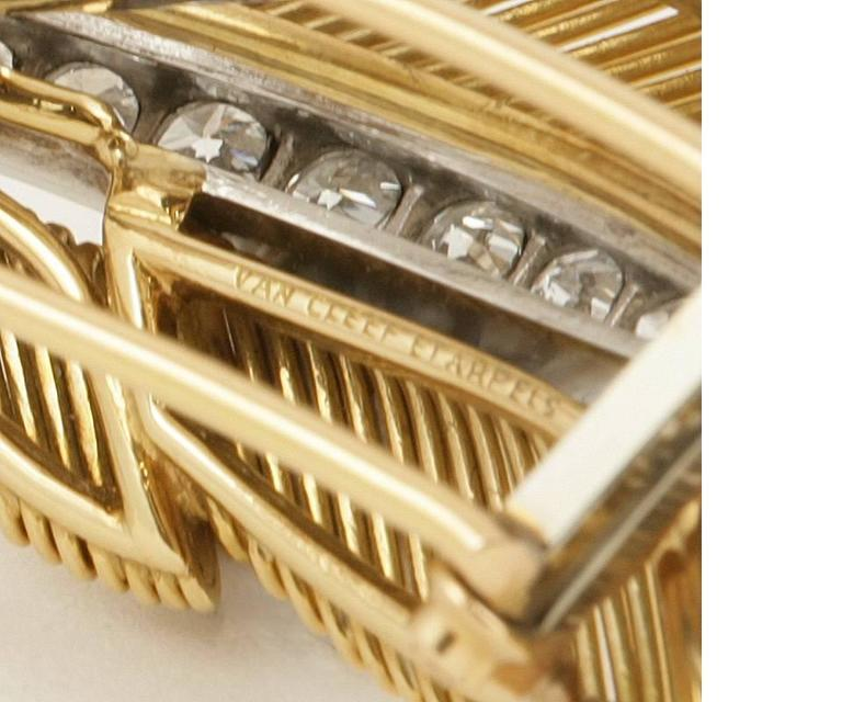Van Cleef & Arpels 1950's Diamond Gold and Platinum 'Feathers' Brooch In Excellent Condition For Sale In New York, NY