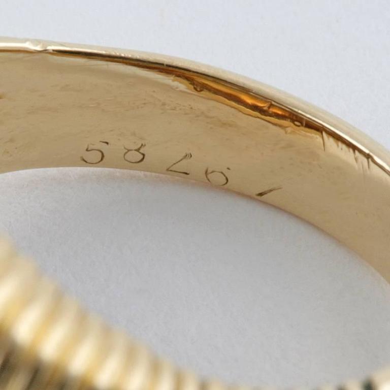 Van Cleef & Arpels 1950's Diamond Gold Platinum Ring For Sale 4