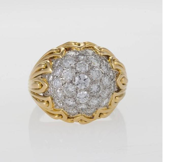 Van Cleef & Arpels 1960's Diamond and Gold Ring In Excellent Condition For Sale In New York, NY