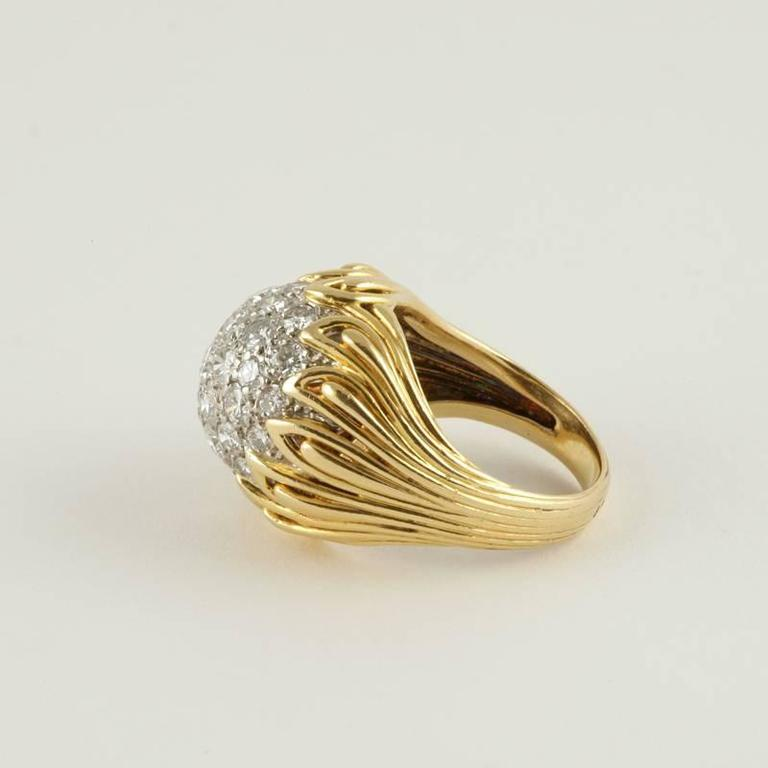 Van Cleef & Arpels 1960's Diamond and Gold Ring For Sale 2