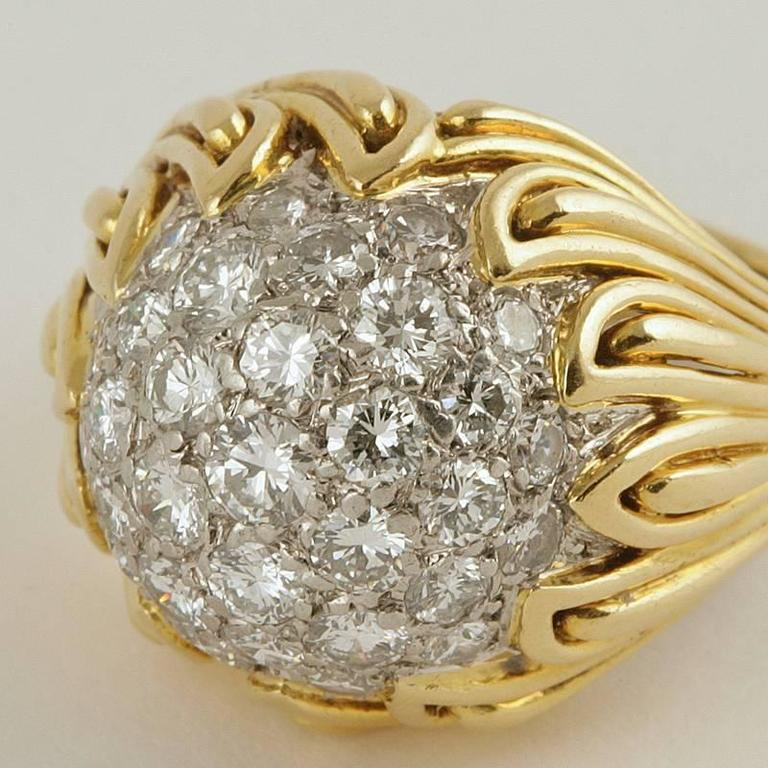 Women's Van Cleef & Arpels 1960's Diamond and Gold Ring For Sale