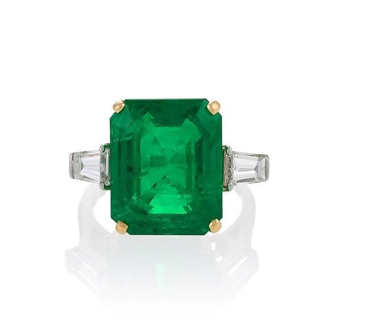 Colombian Emerald and Diamond Ring  In Excellent Condition For Sale In New York, NY