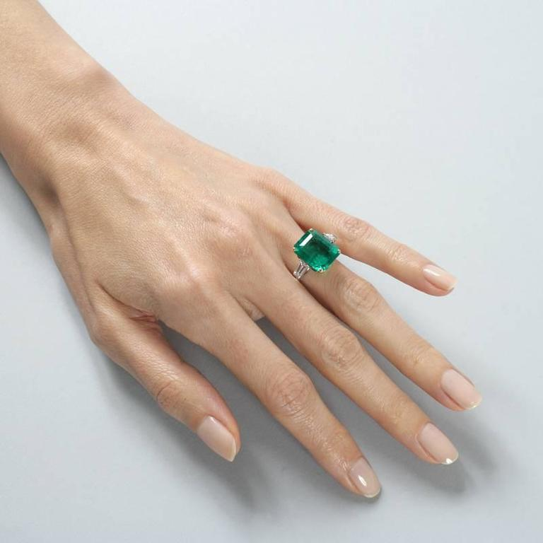 Colombian Emerald and Diamond Ring  For Sale 1