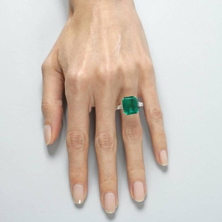 Colombian Emerald and Diamond Ring  For Sale 2