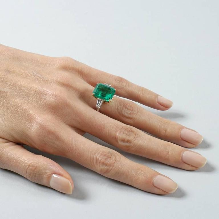 Colombian Emerald and Diamond Ring  For Sale 3