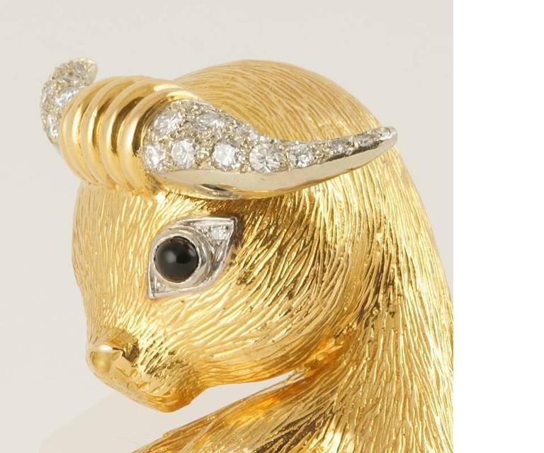 Women's Van Cleef & Arpels Paris Diamond, Onyx and Gold 'Taureau' Clip Brooch For Sale