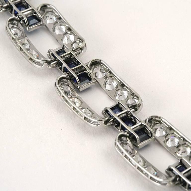 French 1930s Art Deco Sapphire Diamond Gold Platinum Link Bracelet In Excellent Condition For Sale In New York, NY