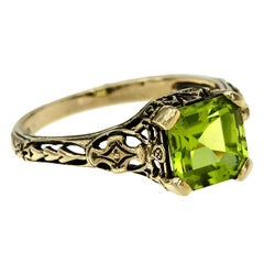 10 Karat Yellow Gold Peridot Filigree Ring