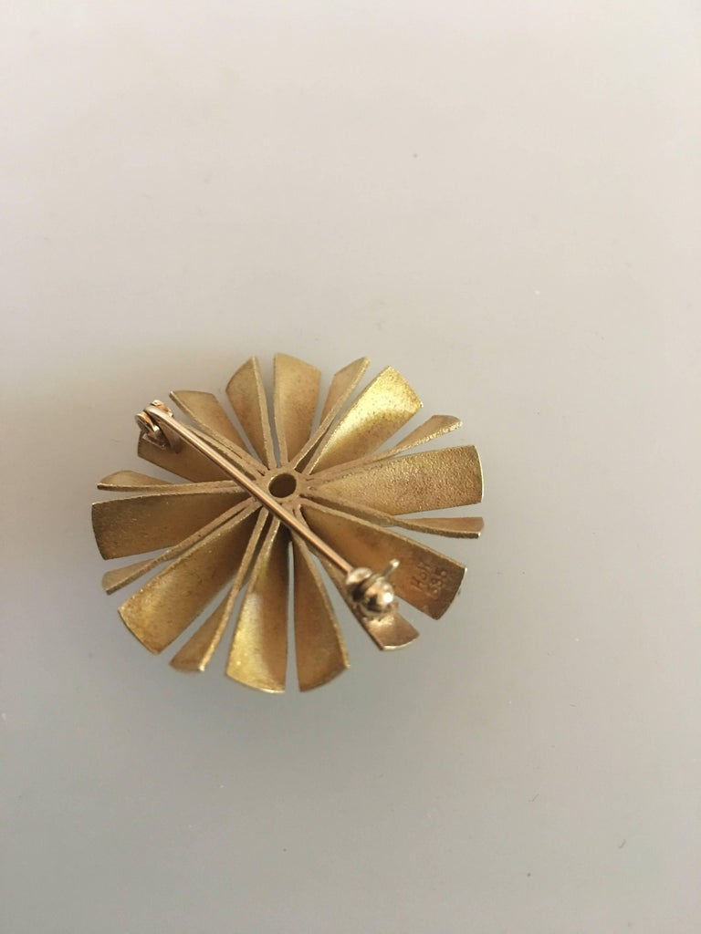 Modern Hans Hansen 14 Karat Round Gold Brooch with Pearl For Sale
