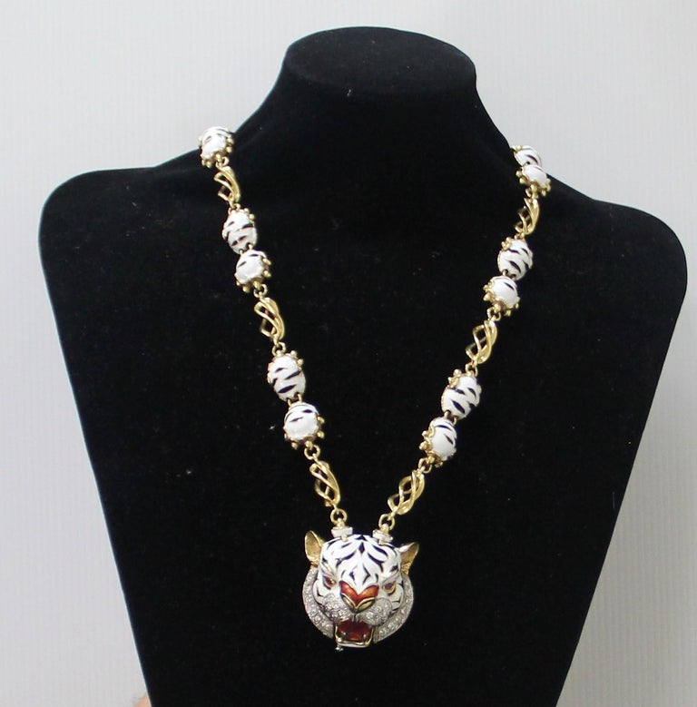 Frascarolo Enamel 18 karat Yellow Gold Diamonds Tiger Pendant Necklace For Sale 8