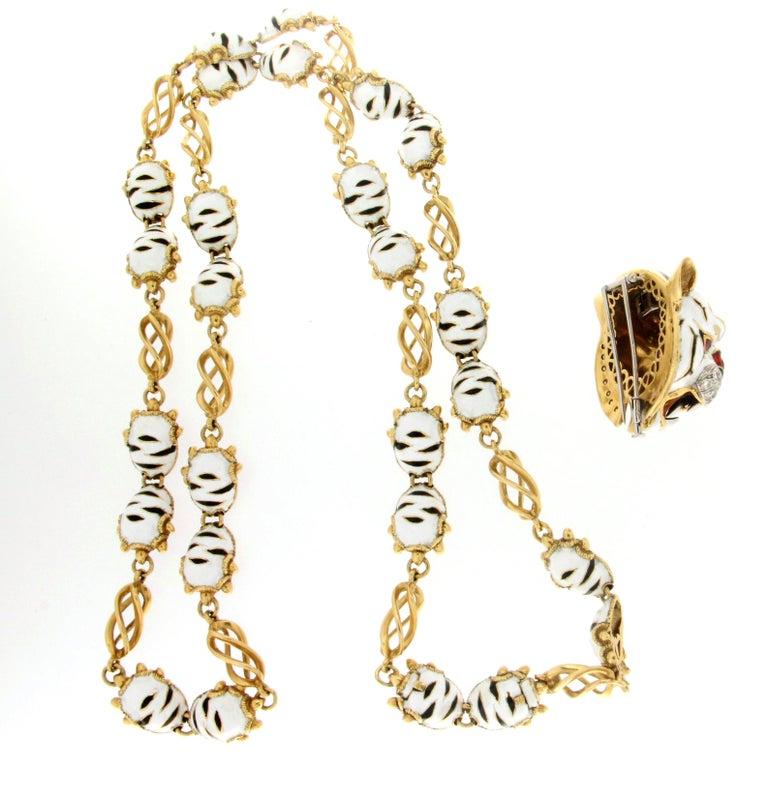 Frascarolo Enamel 18 karat Yellow Gold Diamonds Tiger Pendant Necklace For Sale 3