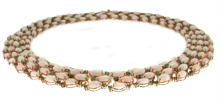 Pink Coral Yellow Gold Emeralds Choker Necklace In New Condition For Sale In Marcianise, IT