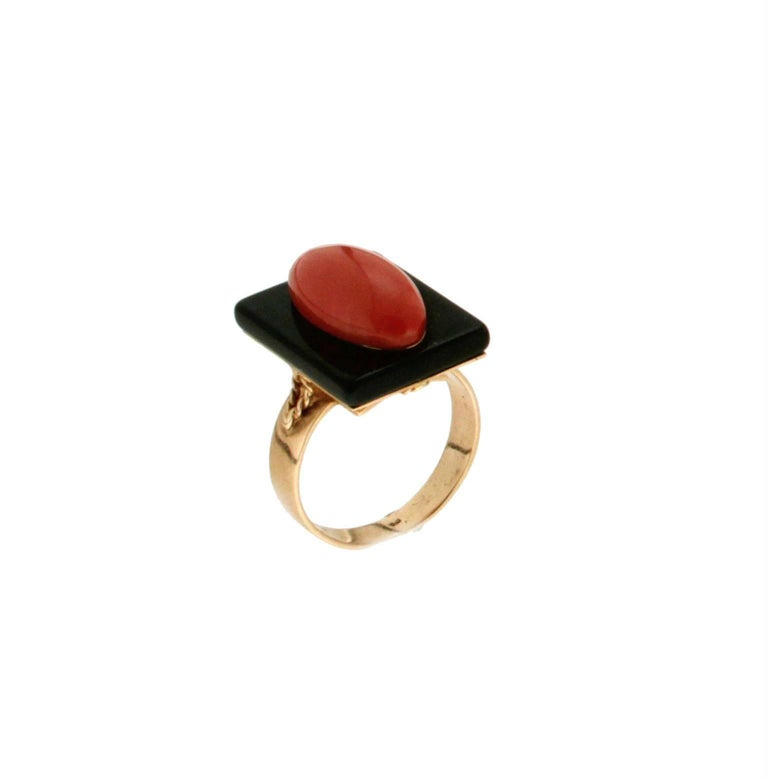 Onyx and natural coral yellow gold 18 carat cocktail ring  Ring weight 7.40 grams Coral weight 1.50 grams Ring size 15.40 ITA 7.50 US