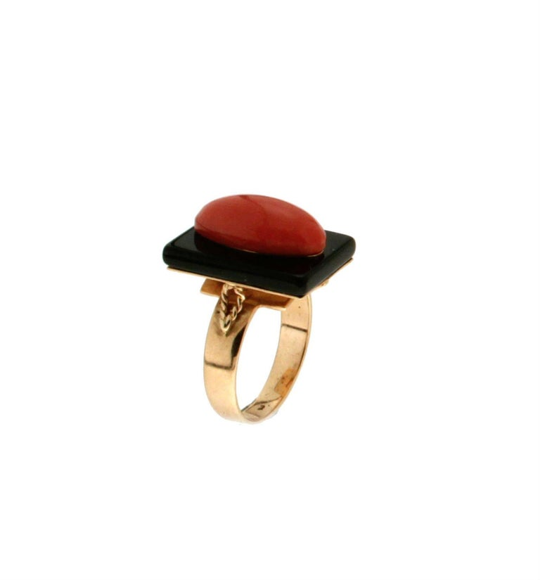 Onyx Coral Gold Cocktail Ring In As New Condition For Sale In Marcianise, IT